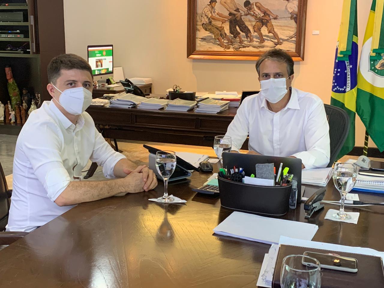 Prefeito de Aracoiaba é recebido pelo governador Camilo Santana