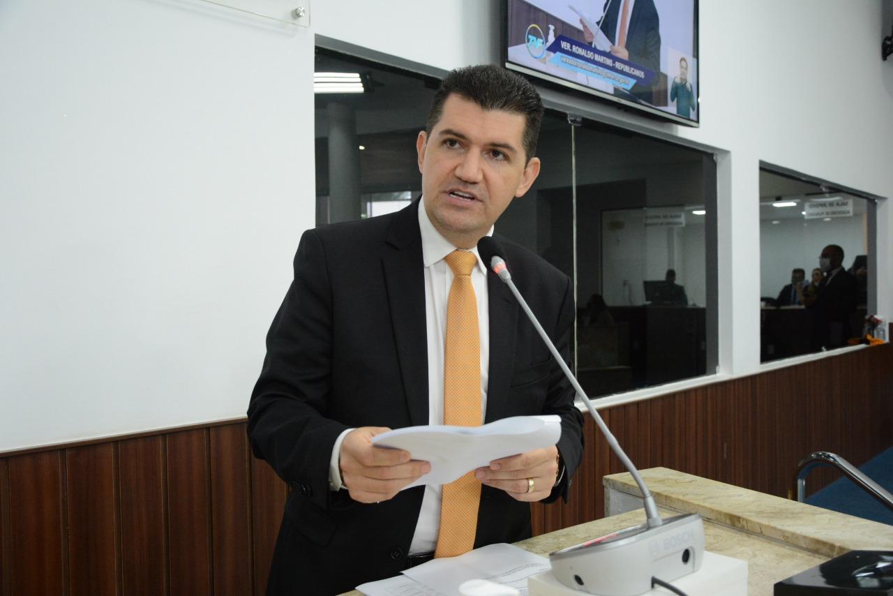 Vereador de Fortaleza Ronaldo Martins apresenta Projeto de Lei que pune fura fila da vacina contra COVID-19