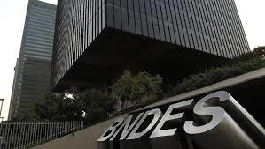 """Bolsonaro promete abrir """"caixa preta"""" do BNDES nesta segunda-feira"""