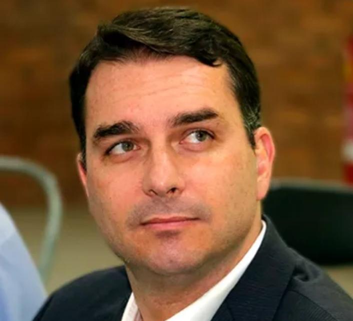 Flávio Bolsonaro nega que seja ele no vídeo de queda em quadriciclo e uso de avião da FAB