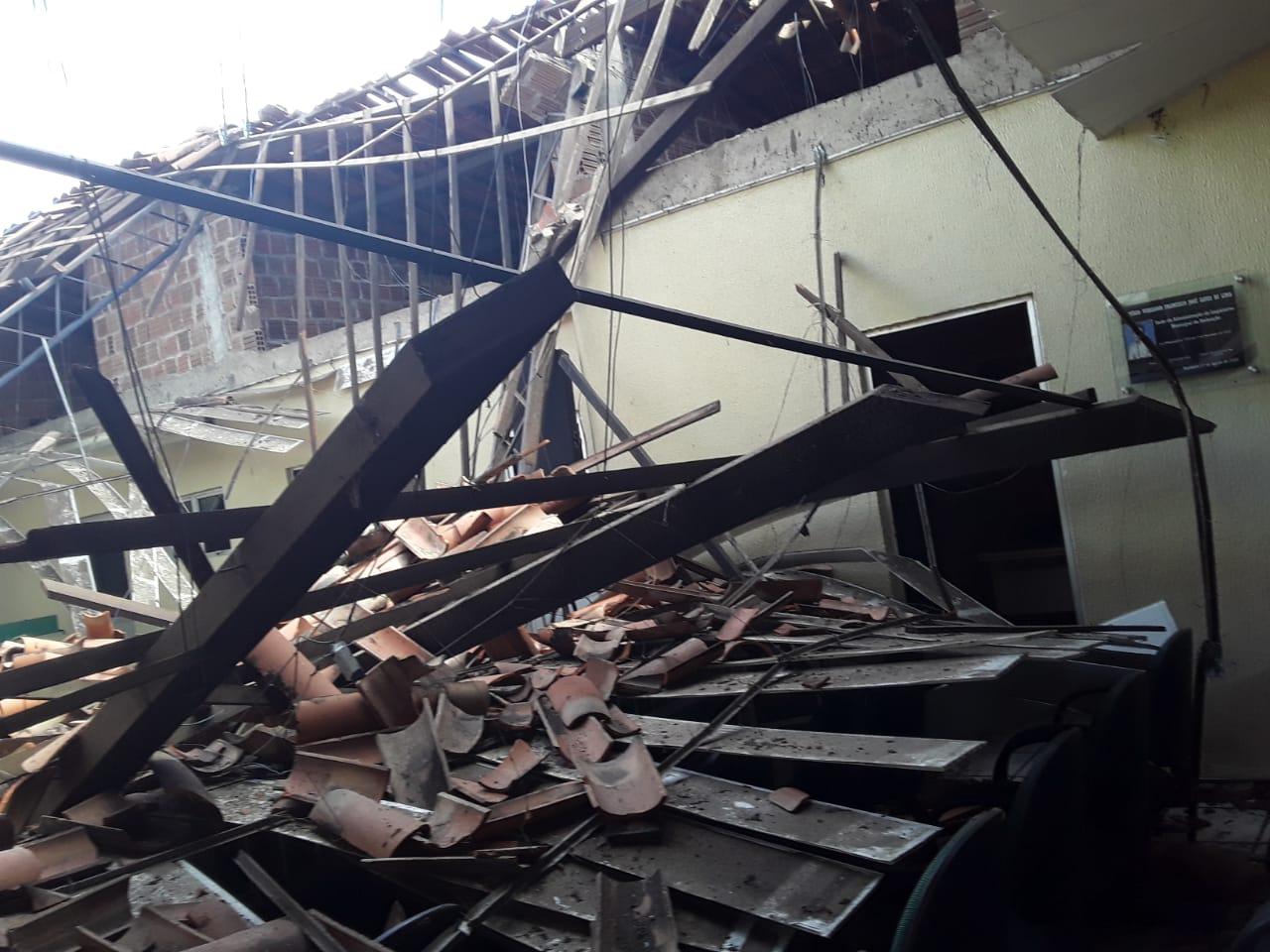 Parte do teto da Câmara Municipal de Redenção desaba, veja o vídeo