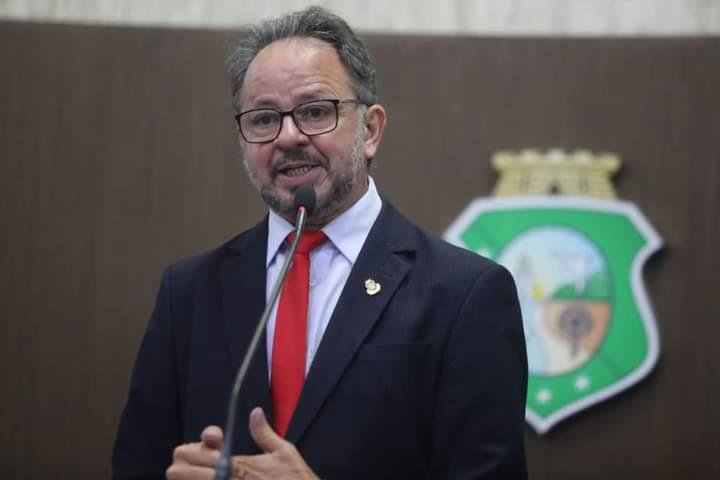 Assembleia aprova projeto de Acrísio Sena que inclui Caminhada da Seca de Senador Pompeu no roteiro turístico do Ceará