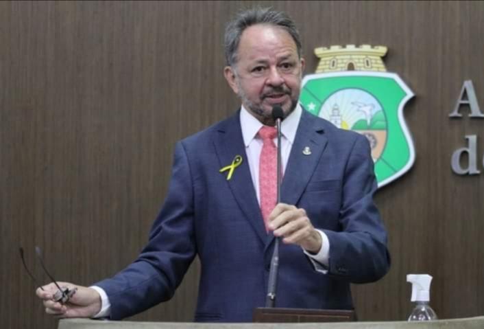 Deputado Acrísio Sena pede apoio à criação de pensão para órfãos da Covid-19