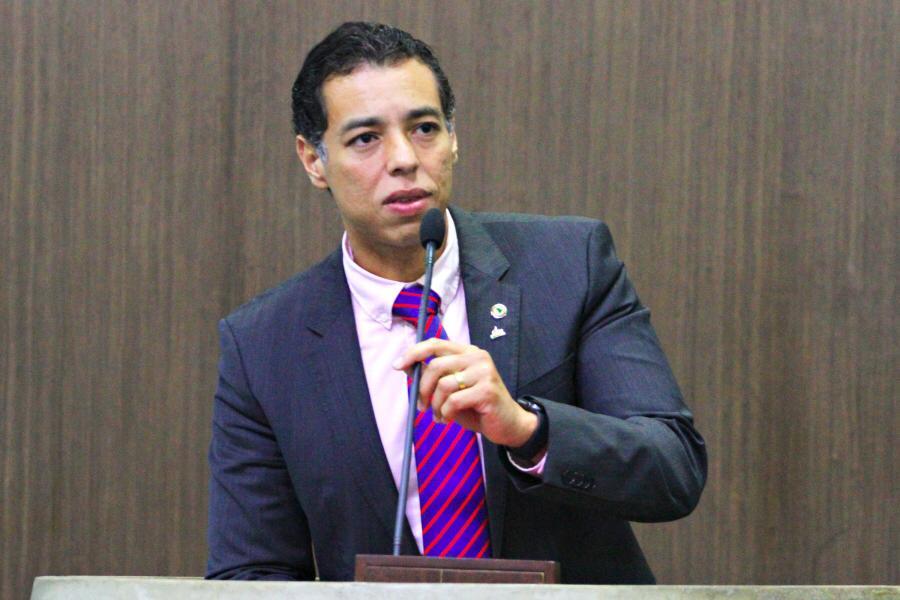 Leonardo Araújo acusa ex-deputado federal de comandar mobilização de policiais militares