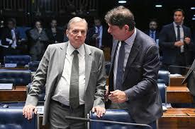 Tasso Jereissati lamenta ocorrida com senador Cid Gomes