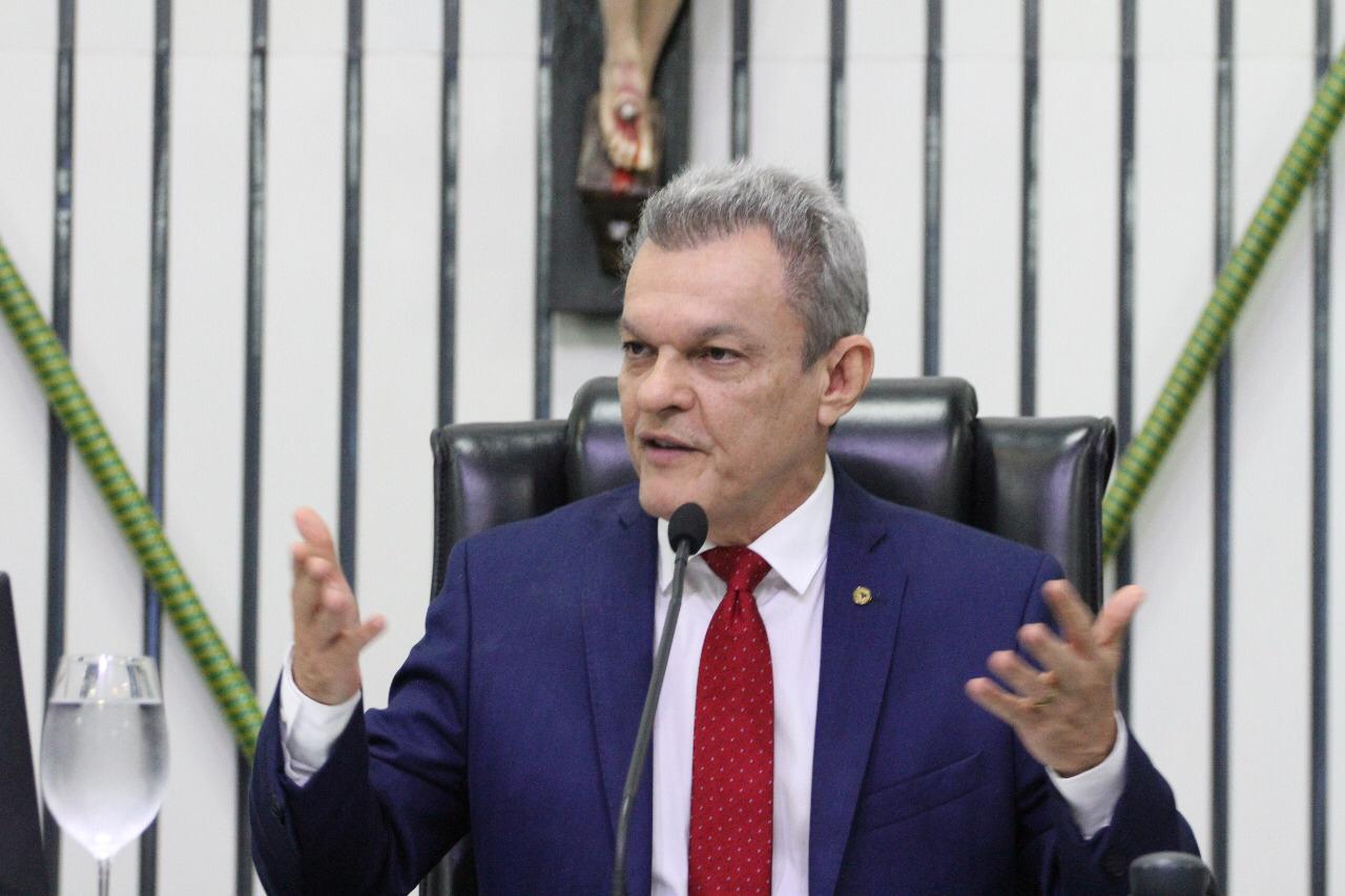 Presidente da Assembleia solidariza-se com Cid Gomes e faz chamamento à razão durante pronunciamento