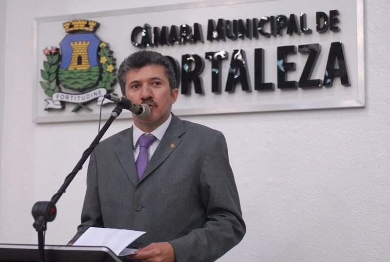 Presidente da Câmara de Fortaleza Antônio Henrique lamenta ato de vandalismo durante movimento de policiais militares