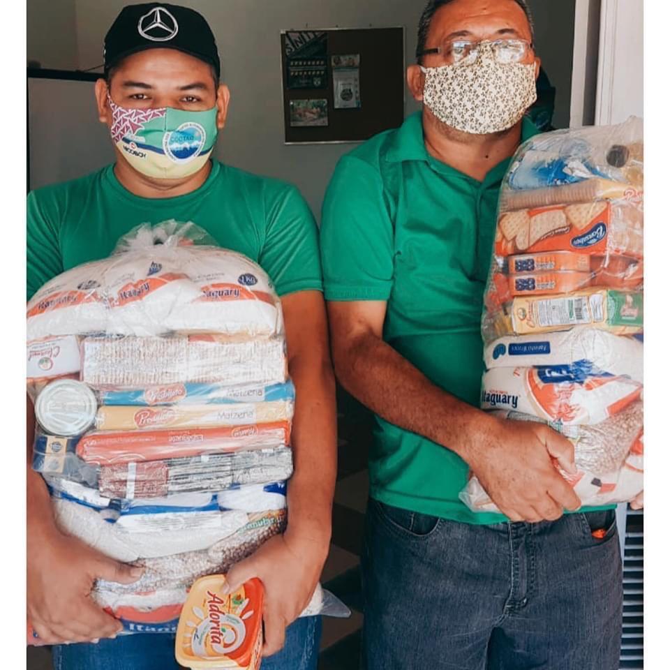 Prefeitura de Aquiraz entrega cestas básicas para topiqueiros e bugueiros do município