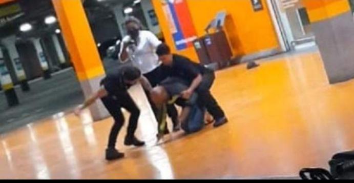Seguranças do Carrefour sufocam homem negro até a morte - vídeo