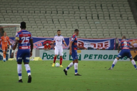 Fortaleza é goleado pelo Bahia e permanece na Série A