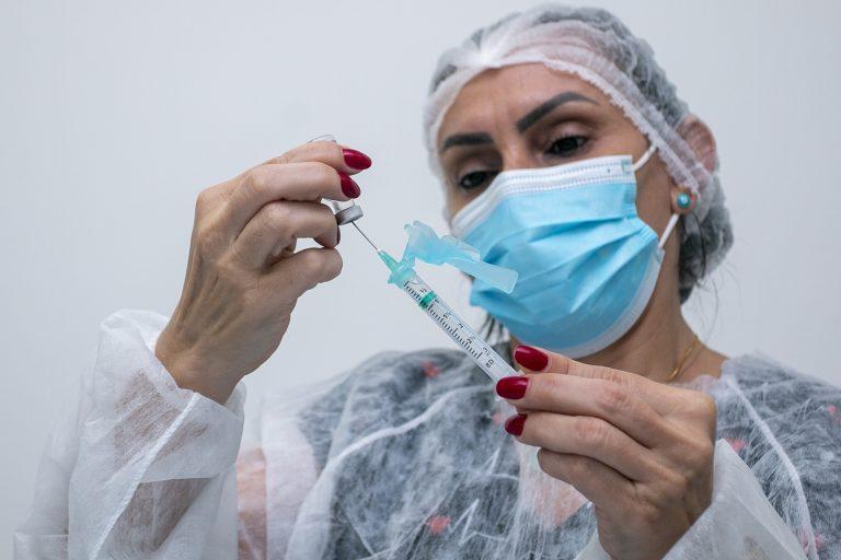 Prefeitura de Eusébio inicia vacinação contra Covid de pessoas a partir dos 35 anos nesta quinta-feira