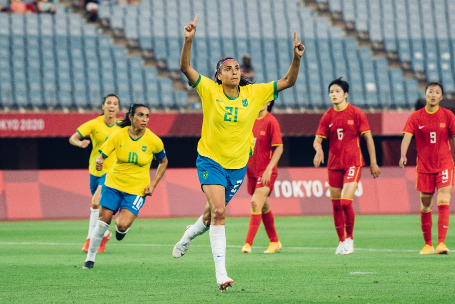 Seleção brasileira feminina goleia a China na abertura dos Jogos Olímpicos