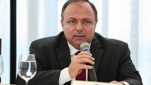 Bolsonaro desautoriza ministro da Saúde comprar vacina contra COVID-19