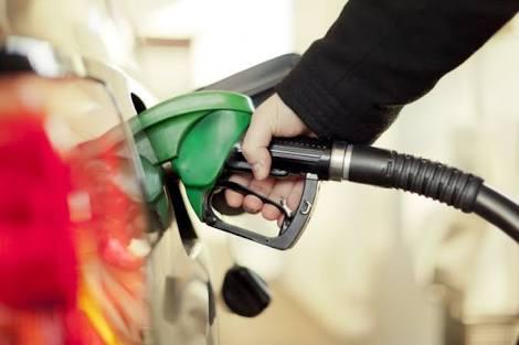 Gasolina e diesel  baixam preço nesta sexta-feira