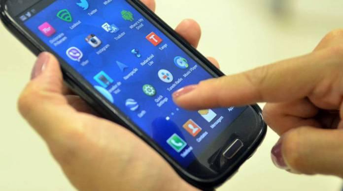 Governo argentino congela tarifas de celular, internet e TV paga
