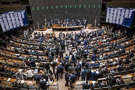 Presidente da Câmara, Rodrigo Maia defende corte de salário de deputados, Judiciário e Executivo