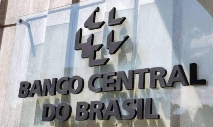 Nova alta do dólar faz a moeda brasileira desabar