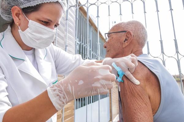 Vacinação contra COVID-19 para idosos acima de 75 anos começa nesta quarta-feira - agendamento