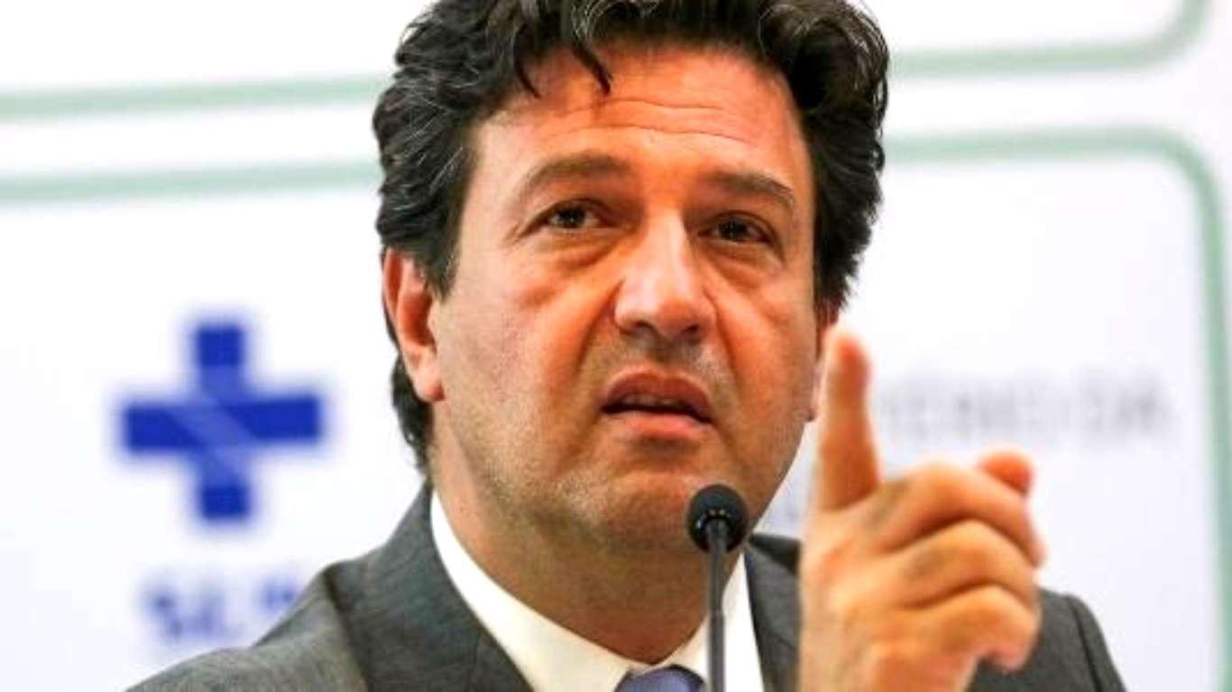 Ministro da Saúde pode deixar o Governo por não aceitar declarações de Bolsonaro sobre Covid-19