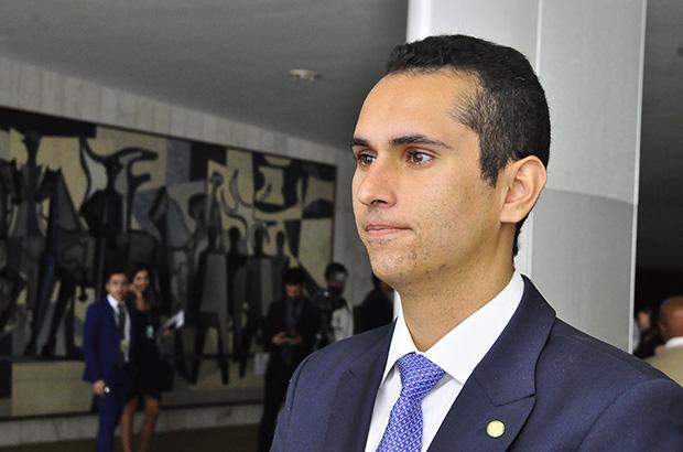 Câmara aprova medida do deputado Domingos Neto que permite distribuição de alimentos às famílias carentes