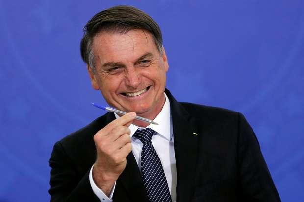 Presidente Bolsonaro assina decreto que acaba com o horário de verão