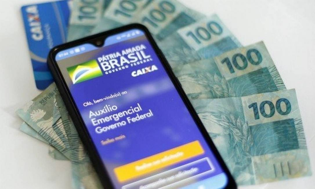 Bolsonaro diz que auxílio emergencial deve ter mais três parcelas