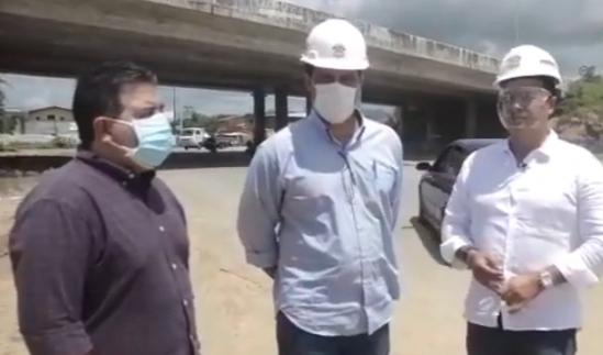 Caucaia: prefeito Vitor Valim anuncia execução de obra abandonada nas alças do Metrópole