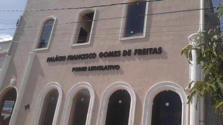 Vereadores, servidores e empresários denunciados por desvio de dinheiro público da Câmara Municipal de Crateús