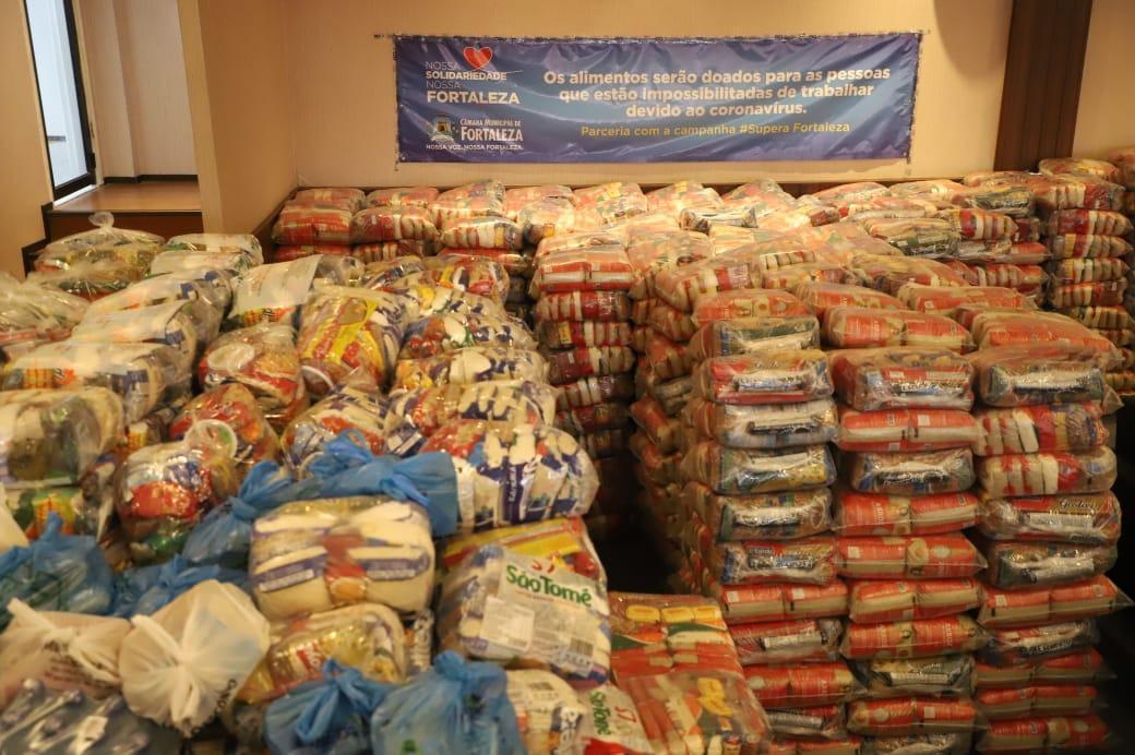 Câmara Municipal de Fortaleza arrecada 17 toneladas de alimentos em três dias de campanha em prol dos afetados pelo isolamento social