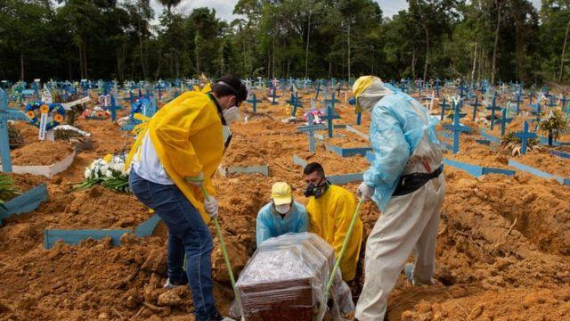 Covid-19: Brasil registra 456.753 mortes