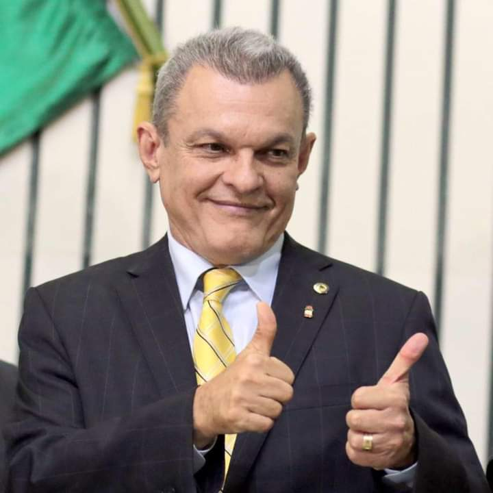 Prefeito José Sarto anuncia pagamento da primeira parcela do 13° salário de servidores de Fortaleza