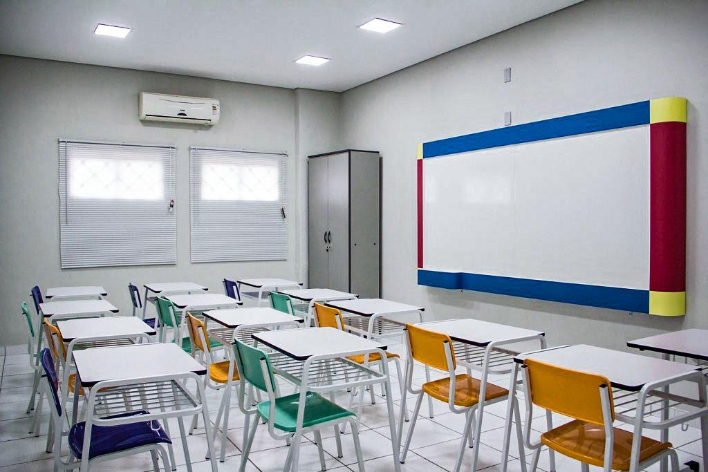 Ministério da Saúde afirma que enviou doses para imunizar 100% dos trabalhadores da educação