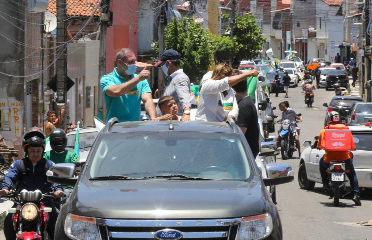 Heitor Freire visita bairros de Fortaleza no primeiro dia de campanha