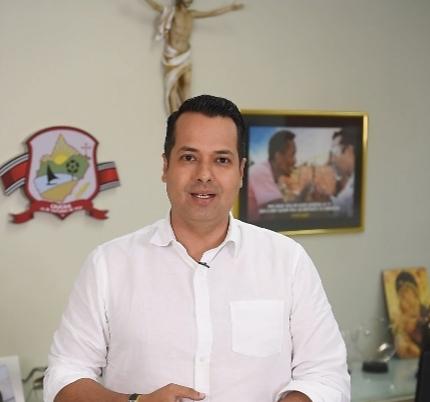 Caucaia: Vitor Valim anuncia antecipação de 50% do 13° salário dos servidores municipais