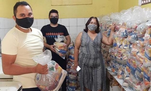 Secretaria da Educação de Aracoiaba inicia entrega de kit alimentação aos alunos na rede municipal