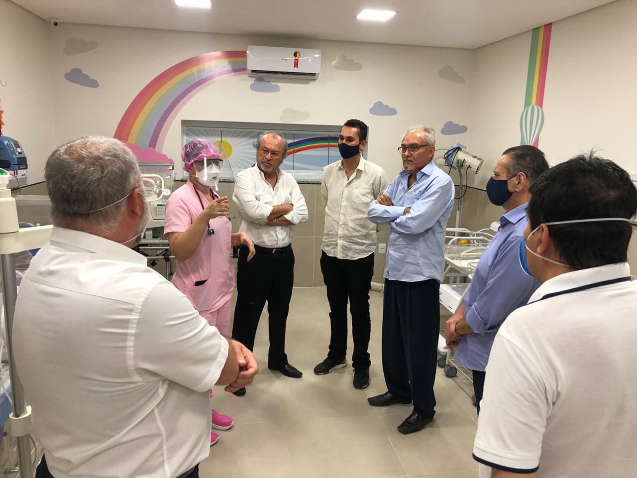 Domingos Neto e reitor Cândido Albuquerque visitam Tauá para estudo de Campus Avançado no município
