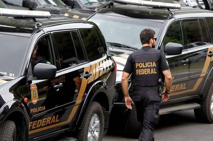 Polícia Federal faz operação com 600 mandados contra facção criminosa em 19 estados e no Distrito Federal