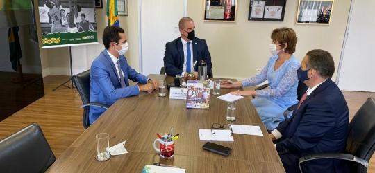 Prefeita eleita de Tauá Patricia Aguiar se reúne com ministro da Cidadania e do Desenvolvimento Regional
