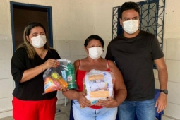 Pacatuba: vice-prefeito Rafael Marques participa de entrega de cestas básicas no Quandún