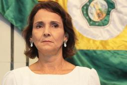 Câmara de vereadores aprova entrega de título de cidadã fortalezense à Izolda Cela