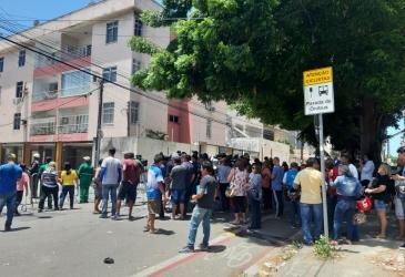 Familiares das vítimas do desabamento em Fortaleza fazem corrente de oração, veja o vídeo