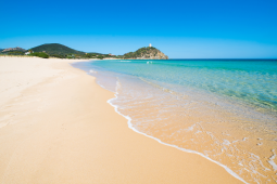 Casal pode pegar seis anos de prisão por roubar areia de ilha na Itália